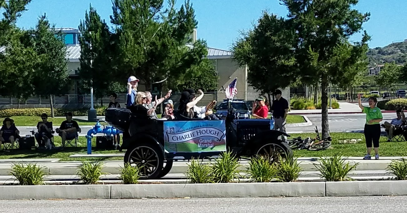 Grand Marshall Charlie Hough, former pitcher for the Dodgers (Photo Courtesy of Dena Sommer)